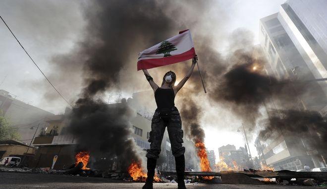 Διαδηλωτές στους δρόμους στον Λίβανο