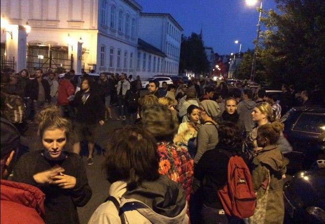 Φάλαγγα ιδιωτικών αυτοκινήτων ξεκίνησε από τη Βιένη για να μεταφέρει πρόσφυγες