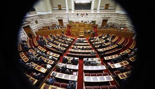 Σοβαρή αναδιάρθρωση του χρέους θέλει το Γραφείο Προϋπολογισμού της Βουλής