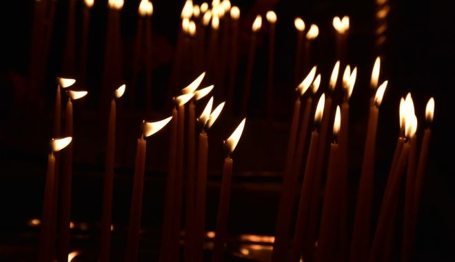 Κεριά σε εκκλησία