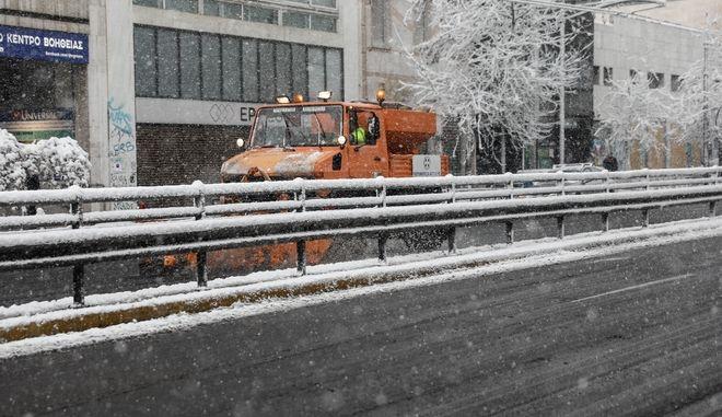 Κακοκαιρία Μήδεια- Χιονόπτωση στη Λεωφόρο Συγγρού