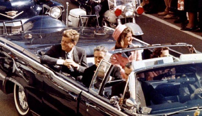 Νέα θεωρία συνωμοσίας: Η Τζάκι σκότωσε τον Κένεντι