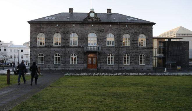 Ισλανδία: Νόμος απαιτεί από εταιρίες να παρέχουν ίσες απολαβές σε άνδρες και γυναίκες