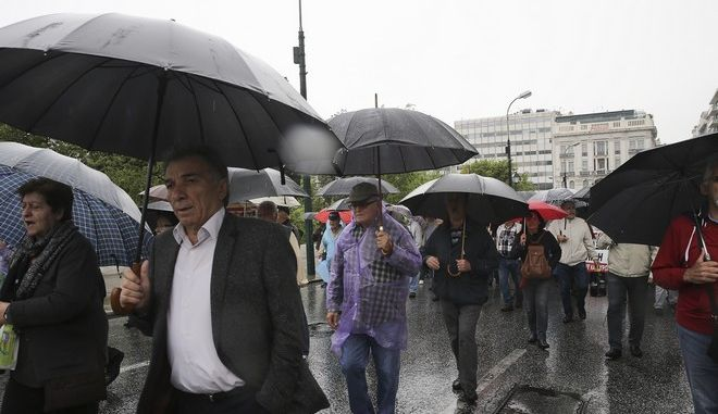 Anti-austerity protest by pensioner unions against pension cuts in central Athens, on May 18, 2017 /    , 18 , 2017