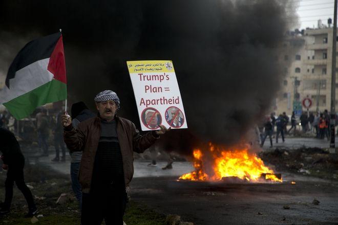 Στιγμιότυπο από συγκέντρωση διαμαρτυρίας των Παλαιστινίων ενάντια στο σχέδιο Τραμπ