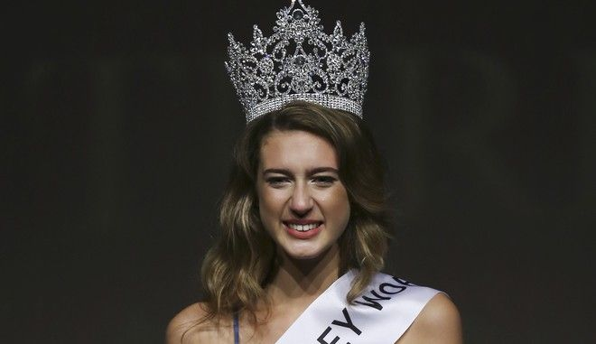"""In this photo taken on Thursday, Sept. 21, 2017, Itir Esen, 18, smiles after being crowned as Miss Turkey 2017 in Istanbul. Organizers have stripped Miss Turkey 2017 of her crown over a social media posting that was deemed insulting to the memory of some 250 people who were killed while opposing last year's failed military coup. Miss Turkey organizers said Esen was dethroned on Friday - a day after she won the contest and the right to represent Turkey at the Miss World contest in China - over a tweet they described as """"unacceptable."""" (AP Photo)"""