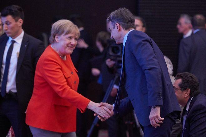 Ο Κυριάκος Μητσοτάκης και η Άνγκελα Μέρκελ στη συνάντηση της κοινοβουλευτικής ομάδας του Ευρωπαϊκού Λαϊκού Κόμματος