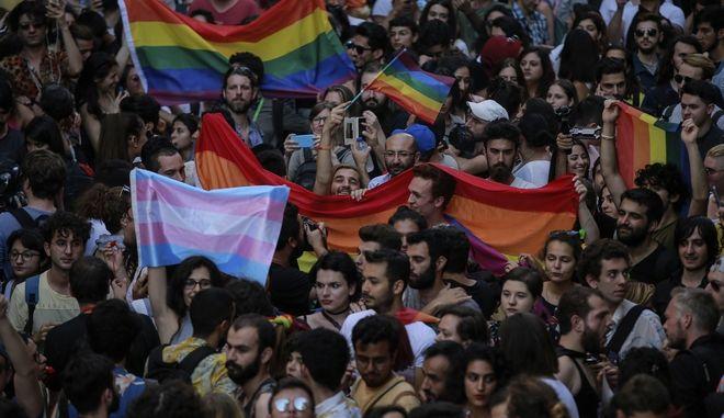 Τούρκοι μέλη της LGBT κοινότητας της Κωνσταντινούπολης τόλμησαν και διοργάνωσαν το pride της 1ης Ιουλίου