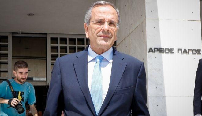 Ο πρώην πρωθυπουργός Αντώνης Σαμαράς έξω από τον Άρειο Πάγο