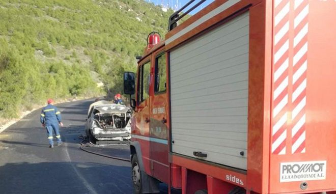 Αυτοκίνητο κάηκε εν κινήσει στο Λουτράκι