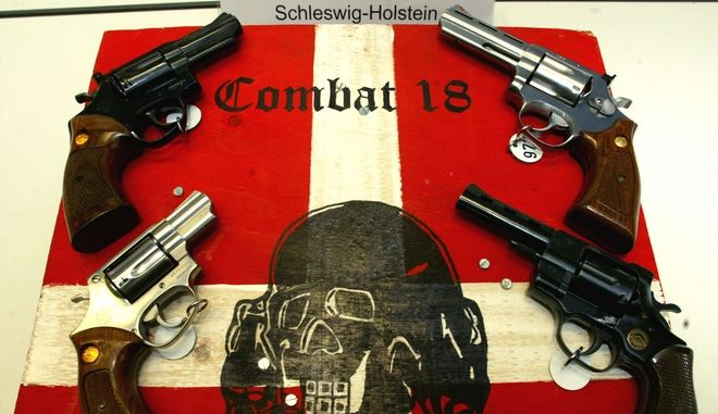 "Modelle der beschlagnahmten Waffen werden am Dienstag, 28.Oktober 2003, waehrend einer Pressekonferenz des Landeskriminalamts in Kiel gezeigt. Eine Gruppe gewaltbereiter Neonazis mit dem Kampfnamen ""Combat 18"" hat die Polizei bei Razzien in Norddeutschland festgenommen. ""Combat 18"" (uebersetzt Kampf, die Zahlen stehen fuer den ersten und achten Buchstaben des Alphabets, A und H, die Initalien von Adolf Hitler) ist der bewaffnete Arm der im Jahr 2000 verbotenen rechtsextremistischen Gruppe ""Blood and Honor"". (AP Photo/Heribert Proepper)   ---Models of seized weapons are on display during a press conference by the state police in Kiel, northern Germany, on Tuesday, Oct. 28, 2003. German authorities raided a militant far-right group ""Combat 18"" in 50 sites in northern Germany on Tuesday, seizing weapons and detaining several suspects, the police said. ""Combat 18"" - the numbers are indicating the first and eighth letter of the alphabet, A and H, the initials of Adolf Hitler - is the name used by the militant arm of the international skinhead group ""Blood and Honor"". The group's German division was outlawed by the government in 2000. (AP Photo/Heribert Proepper)"