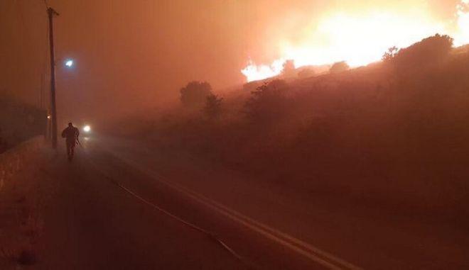 Φωτιά στην Κάρυστο: Υπό μερικό έλεγχο - Ολονύχτιος εφιάλτης για τους κατοίκους