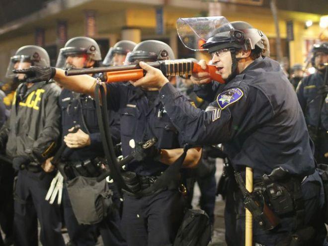 Συγκρούσεις και λεηλασίες καταστημάτων στις ΗΠΑ