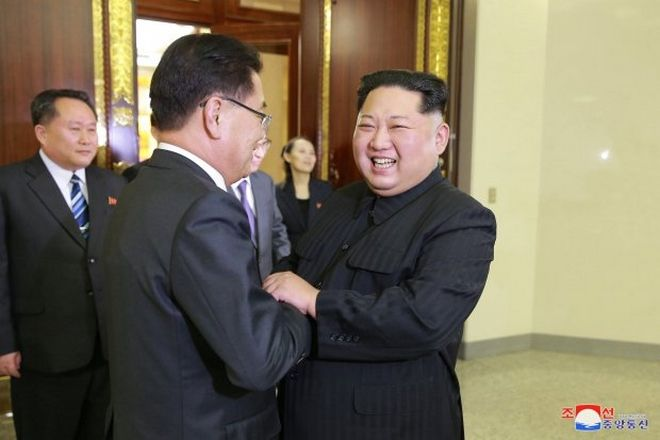 epa06583754 A photo released by the North Korean Central News Agency (KCNA), the state news agency of North Korea, shows North Korean leader Kim Jong-un (R) welcoming members of the South Korean delegation during their meeting in Pyongyang, North Korea, 05 March 2018 (issued 06 March 2018). The ten-member South Korean delegation, led by Chung Eui-yong, the head of the South Korean presidential National Security Office, met North Korean leader Kim Jong-un on the same day after arriving in the North Korean capital on a mission to broker denuclearization talks between the North and the United States.  EPA/KCNA   EDITORIAL USE ONLY