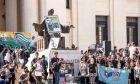 Οι Κουβανοί αποχαιρετούν τον Φιντέλ Κάστρο