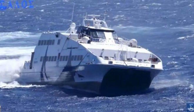 Δείτε τη θεαματική άφιξη του Seajet 2 στη Φολέγανδρο