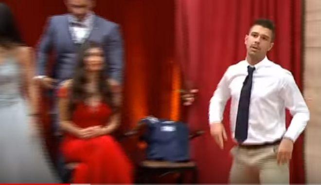 Ο Σωκράτης αποχωρεί από τον τελικό, φανερά εκνευρισμένος από το αποτέλεσμα