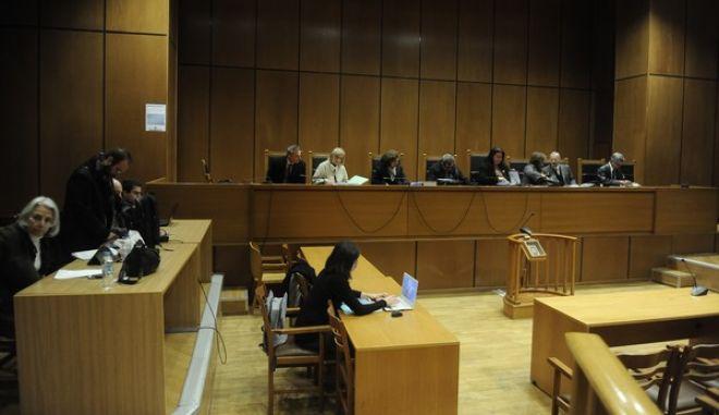"""Δίκη """"Χρυσής Αυγής"""" στην αίθουσα του Εφετείου Αθηνών την Δευτέρα 16 Ιανουαρίου 2016. Η δίκη συνεχίστηκε με την εξέταση του μάρτυρα Σλαβογιάννη για την επίθεση εναντίον των μελών του ΠΑΜΕ στο Πέραμα. (EUROKINISSI/ΤΑΤΙΑΝΑ ΜΠΟΛΑΡΗ)"""