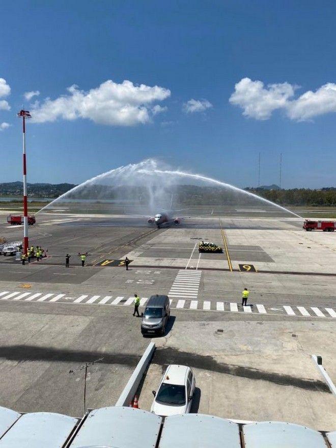 Με αψίδες νερού υποδέχθηκαν την πρώτη πτήση για φέτος από το Birmingham