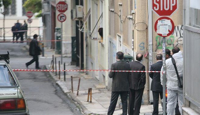Στιγμιότυπο απο την περιοχή των Εξαρχείων όπου άνδρες της αντιτρομοκρατικής ελέγχουν το σημείο γύρω απο το Υπουργείο Πολιτισμού,σήμερα 05 Ιανουαρίου 2009