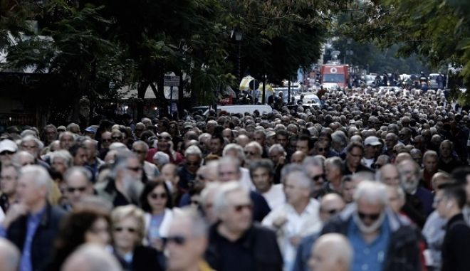 Pensioners' protest rally in Athens, Greece on Nov. 26, 2015. /            , , 26  2015.