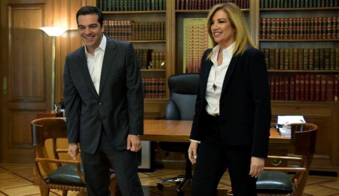 Στιγμιότυπο από συνάντησή του Αλέξη Τσίπρα με την Πρόεδρο του ΠΑΣΟΚ και επικεφαλής του Κινήματος Αλλαγής Φώφη Γεννηματά