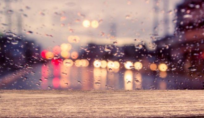 Νεφώσεις με τοπικές βροχές