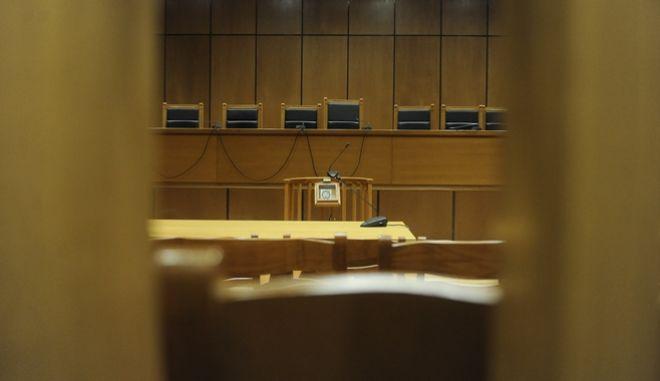 Στιγμιότυπο από αίθουσα δικαστηρίου