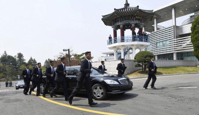 Οι bodyguard του Κιμ Γιονγκ Ουν επί το έργον