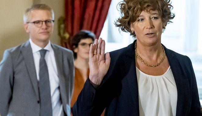 Η Πέτρα Ντε Σούτερ, αναπληρώτρια πρωθυπουργός του Βελγίου, το πρώτο τρανς άτομο σε αυτό το αξίωμα στην Ευρώπη