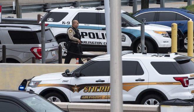 Περιπολικά στο Πεντάγωνο μετά από επεισόδιο με πυροβολισμούς