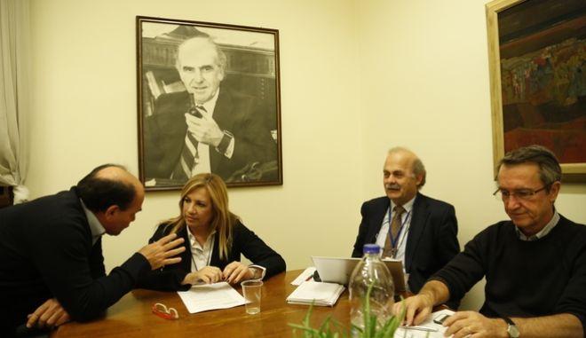 ΑΘΗΝΑ-Υπό την Προεδρία της Προέδρου του ΠΑΣΟΚ και Επικεφαλής της Δημοκρατικής Συμπαράταξης Φώφης Γεννηματά, συνεδρίασε σήμερα Δευτέρα, 19 Δεκεμβρίου, το Κεντρικό Συντονιστικό Συμβούλιο της Δημοκρατικής Συμπαράταξης.(Eurokinissi-ΣΤΕΛΙΟΣ ΜΙΣΙΝΑΣ)