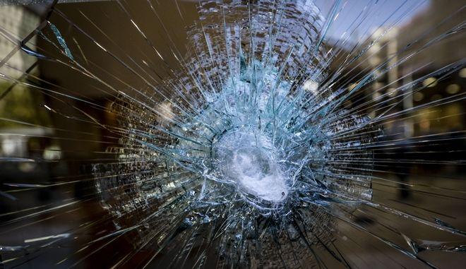 Καταστροφές από  επίθεση κουκουλοφόρων