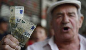 'Ψαλίδι' 60% της σύνταξης σε συνταξιούχους που εργάζονται