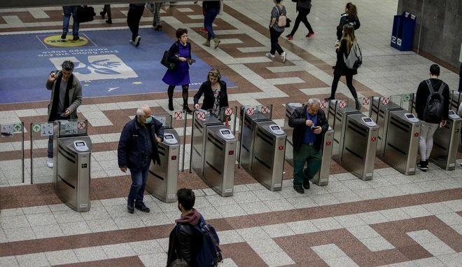 Περιορισμένη η κίνηση στο μετρό της Αθήνας λόγω εκτάκτων μέτρων για τον κορονοϊό