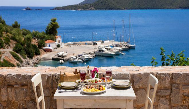 Φαγητό με θέα την θάλασσα