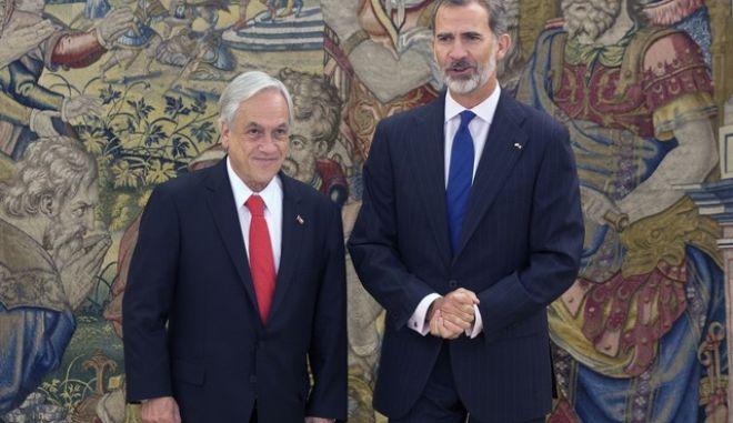 O πρόεδρος της Χιλής, Σεμπάστιαν Πινιέρα (αριστερά) με το βασιλιά της Ισπανίας Φίλιππο