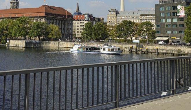 Η γέφυρα Γιάνοβιτς στο Βερολίνο