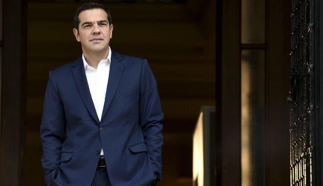 Ο Πρωθυπουργός Αλέξης Τσίπρας κατα την υποδοχή του στο Μέγαρο Μαξίμου την δευτέρα 23 Οκτωβρίου 2017. (EUROKINISSI/ΤΑΤΙΑΝΑ ΜΠΟΛΑΡΗ)