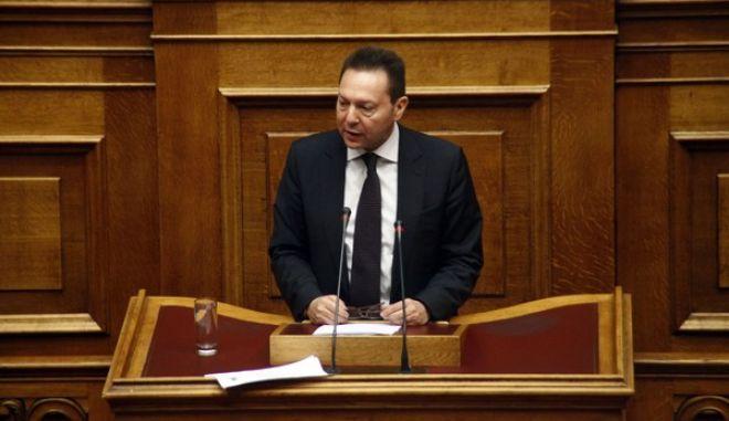 Ο υπ. Οικονομικών Γιάννης Στουρνάρας, στην συζήτηση για τον ενιαίο φόρο ακινήτων στην ολομέλεια της Βουλής το Σάββατο 21 Δεκεμβρίου 2013. (EUROKINISSI/ΓΙΩΡΓΟΣ ΚΟΝΤΑΡΙΝΗΣ)