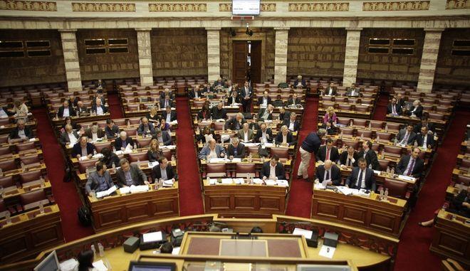 """Επεξεργασία και εξέταση του σχεδίου νόμου του υπουργείου Οικονομικών """"Επείγουσες ρυθμίσεις  για την εφαρμογή της συμφωνίας δημοσιονομικών στόχων και διαρθρωτικών μεταρρυθμίσεων"""" στις επιτροπές Οικονομικών Υποθέσεων, Παραγωγής, Εμπορίου και Κοινωνικών Υποθέσεων, την Τετάρτη 18 Νοεμβρίου 2015. (EUROKINISSI/ΓΙΩΡΓΟΣ ΚΟΝΤΑΡΙΝΗΣ)"""