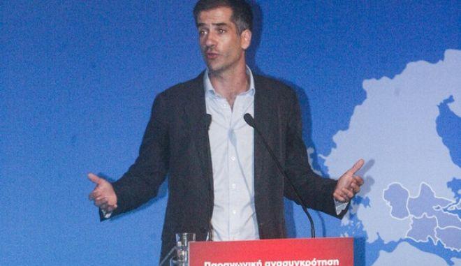 Ο Πρωθυπουργός Αλέξης Τσίπρας παραβρέθηκε στο 2ο περιφερειακό συνέδριο Στερεάς Ελλάδας για την παραγωγική ανασυγκρότηση στην Περιφέρεια Στερεάς Ελλάδας που πραγμοτοποιείται χθες και σήμερα στην Λαμία. Ο Πρωθυπουργός προήδρευσε σε σύσκεψη με τον Περιφερειάρχη Στερεάς Ελλάδας, Κώστα Μπακογιάννη και τους υπουργούς που συμμετείχαν στις θεματικές στρογγυλές τράπεζες του Συνεδρίου. Πέμπτη 27 Ιουλίου 2017. (EUROKINISSI /  ΣΥΝΕΡΓΑΤΗΣ)