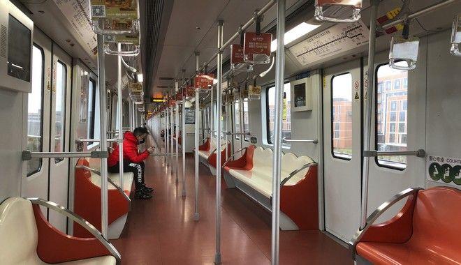 Σχεδόν άδειο τρένο λόγω του κοροναϊού στη Σαγκάη
