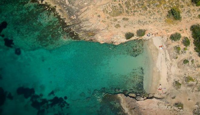 Μικρή Χαμολιά: Η ομορφότερη κρυφή παραλία της Αττικής
