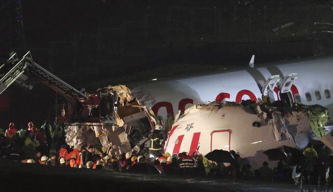 Τουρκία: Αεροπλάνο βγήκε εκτός διαδρόμου και κόπηκε στα δύο