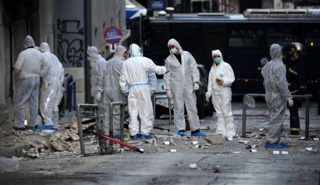 Άνδρες της σήμανσης μετά την έκρηξη βόμβας