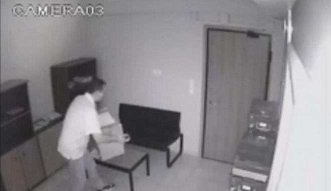 Βίντεο ντοκουμέντο: Το colpo grosso του σεκιουριτά ληστή στην Κρήτη