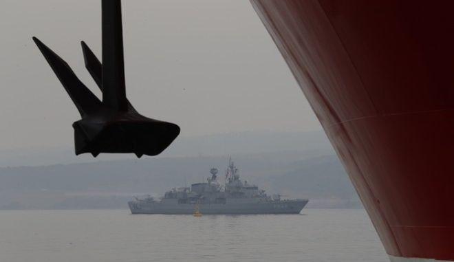 Τουρκική φρεγάτα σε περίπολο για την προστασία του πλοίου Γιαβούζ