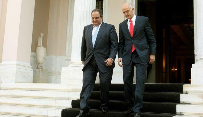 Στιγμιότυπο απο το Μέγαρο Μαξίμου,όπου ο απερχόμενος Πρωθυπουργός Κώστας Καραμανλής παρέδωσε στον νέο Πρωθυπουργό Γιώργο Παπανδρέου,Τρίτη 6 Οκτωβρίου 2009