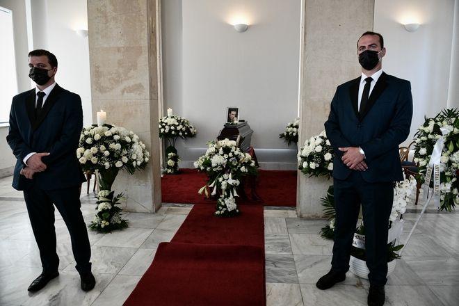 Στιγμιότυπο από την κηδεία του Τόλη Βοσκόπουλου στο Α' Νεκροταφείο Αθηνών